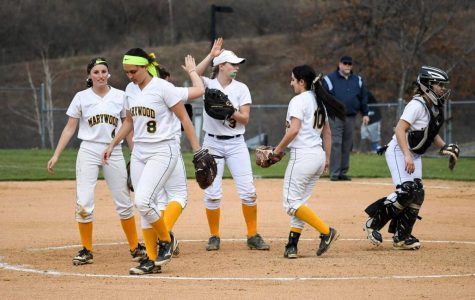 PACER SPORTS REPORT: Softball stretches impressive winning streak; Casto continues to dominate
