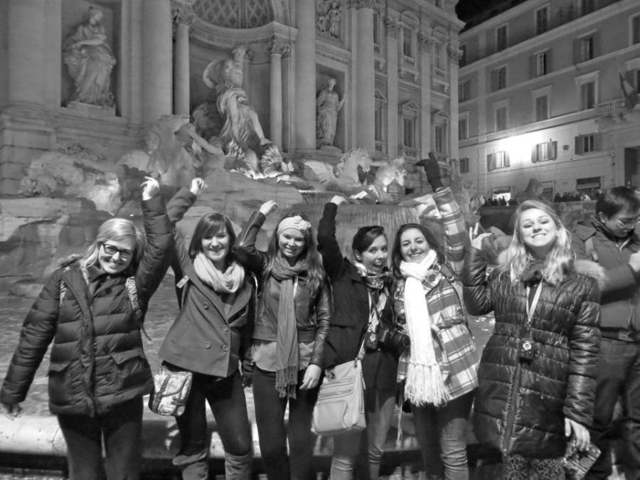 Marywood+art+students+Kristen+Draeger%2C+Kelly+Paukovits%2C+Ashley+Logar%2C+Brooke+Personius%2C+Jenn+Kayy%2C+and+Sami+Faul+are+studying+and+experience+the+culture+of+Florence+Italy.