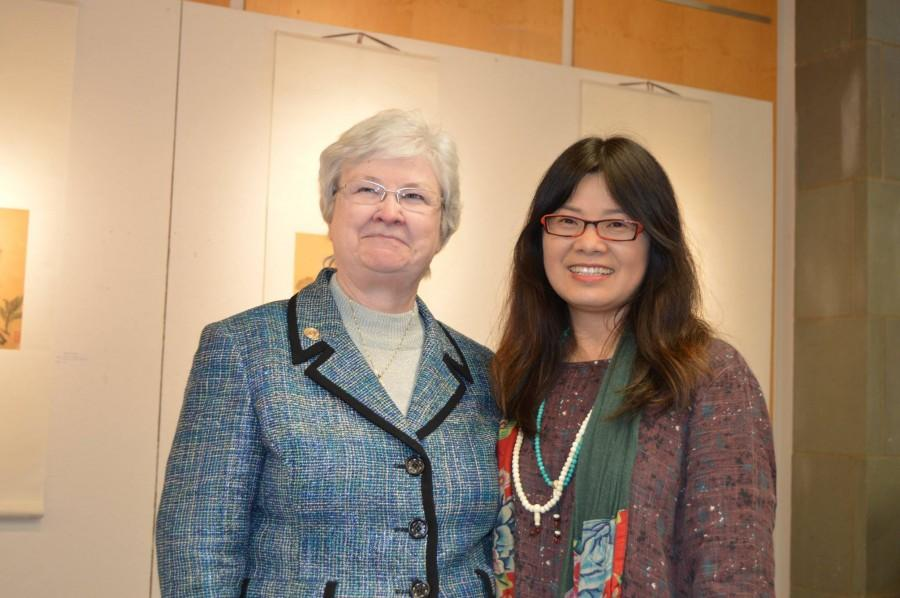Sr.+Anne+Munley%2C+IHM%2C+president+of+Marywood+University%2C+meets+Chinese+artist+Liping+Jiang.+