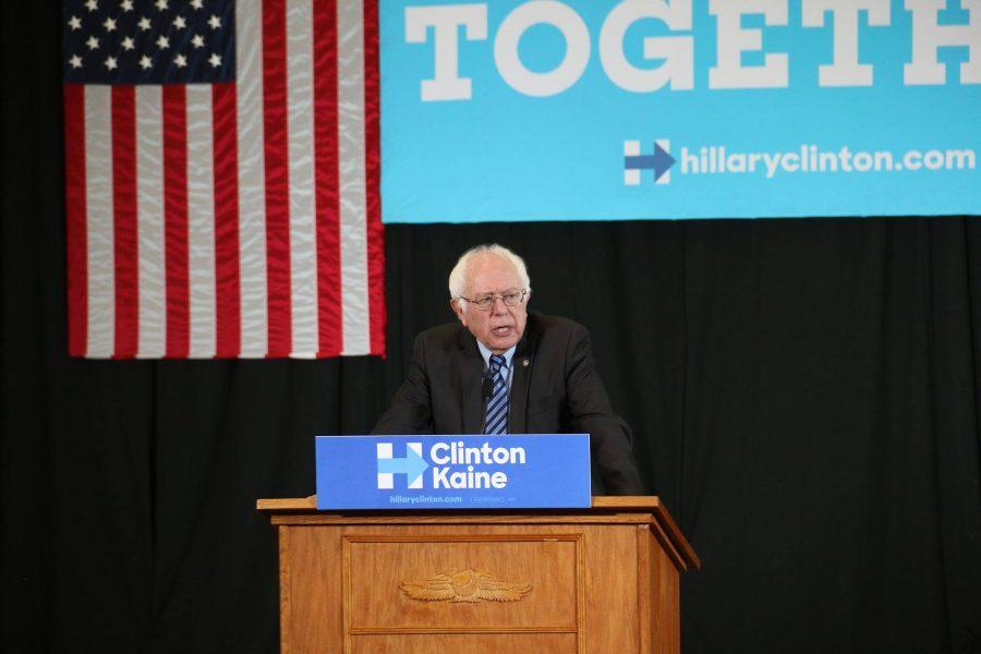 Bernie+Sanders+campaigns+for+Hillary+Clinton+at+Scranton+High+School