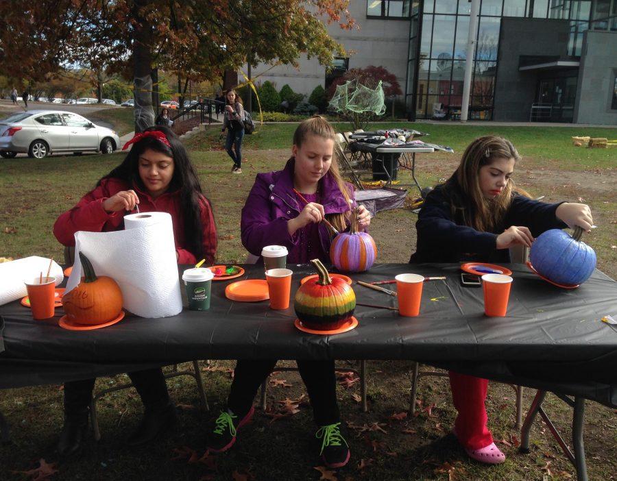 Salma+Ahmed%2C+Becca+Lukasak+and+Haley+Salvo+paint+pumpkins+at+the+SAC-tacular+Spookfest.+