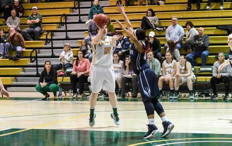 SPORTS BRIEF: Women's basketball extends winning streak; Swartz notches career-high in men's loss
