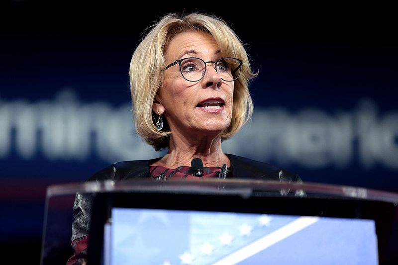Betsy+DeVos+gives+a+speech.+Photo+via+Wikimedia+Commons+under+Creative+Commons+license.